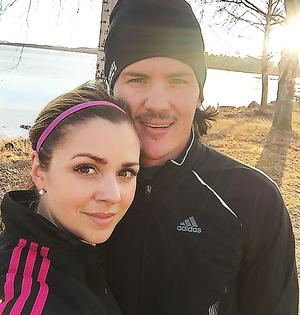 Anna Widing och Hampus Krantz  – bandypar i Stokcholm vid ett besök i Bollnäs.