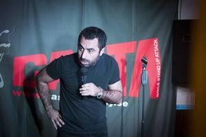 Özz Nûjen imponerade med sin närvaro och interaktivitet med publiken på Gasta.