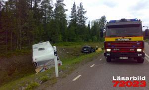 Sex personer skadades lindrigt när ett husvagnsekipage från Norge var nära att krocka med en mötande bil på rv 71. Foto: Mikael Lindberg.