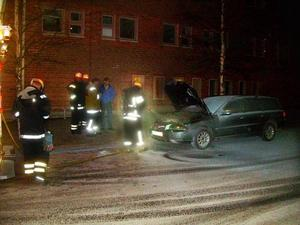 Bilbranden var snabbt släck. Foto: Lasse Ljungmark