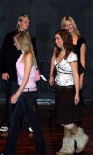 Foto: Mari JohnssonDan Elverstig, Camilla Claesson, Johanna Fridolf och Josefin Johansson visade upp det senaste i modeväg.