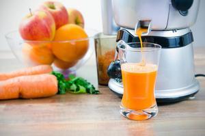 Om du har en råsaftcentrifug är ett glas näringsrik juice bara ett knapptryck bort.    Foto: Piotr Adamowicz/Shutterstock.com