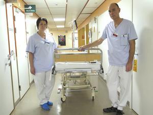 Många patienter dör i sjukdomen sepsis i onödan. Fler skulle kunna räddas om människor sökte vård tidigare och om sjukvården satte in rätt behandling snabbare, konstaterar Susanne Björklund, sjuksköterska, och Erik Torell , överläkare, vid Gävle sjukhus.