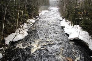 Enån är ett av många vattendrag som mynnar ut i Ljusnan.