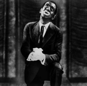 Den amerikanske komikern och artisten Al Jolson uppträdde ofta svartsminkad, här  i filmen
