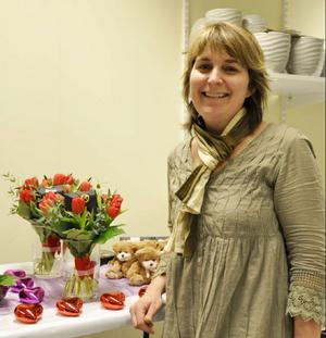 Heléne Stengård på Strömsunds Blomsterhandel har laddat upp för att möta alla som vill uppvakta sina kära.