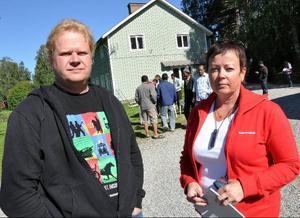 Per Svensson och Pia Svedestedt, Kommunalarbetareförbundet i Östersund, kom på tisdagen till Bräcke för att skriva avtal med bärplockarna.