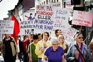 Slagorden var färre, medan plakaten var desto fler i socialdemokraternas demonstrationståg.