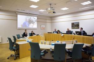 Under den första rättegångsdagen hördes den misstänkte och flera målsäganden.