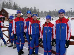 Vinnarlaget i korta stafetten: Anton Mäkinen, Josefin Lindström, Saga Fältenhag och Emil Danielsson.