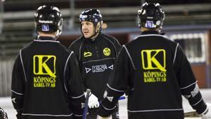 Michael Carlsson lämnar posten som huvudtränare för Köpings IS.