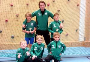 På bilden, stående från vänster : Wilgot Lindberg , Simon Sundgren (Coach), Svante Sjödin. Knästående:Hugo Sahlberg, Albin Sahlberg, William Jönsson .