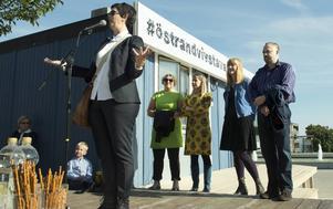 Helena Persson museichef på Norrköpings konstmuseum inviger utställningen tillsammans med konstnärerna Johanna Uddén, Stina Högkvist, Nina Svensson och Stig Sjölund.