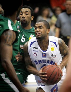 Adama Darboe är en prioriterad spelare i nästa års lagbygge för Jämtland Basket. Klubben har gett Darboe ett bra kontraktserbjudande.