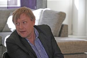 Författaren Anders Jacobsson, ena halvan av radarparet Sören och Anders som bland annat skrivit Sune- och Bertböckerna, pratar om magiska ord och kraften i