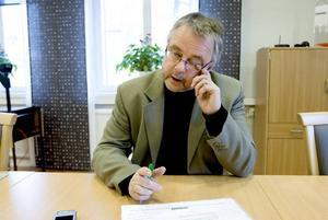 Varslar. På tisdagen meddelade Sten Lyckström, chef för ämnestillverkningen på Ovako, att 80 anställda i Hofors varslas om uppsägning. 25 visstidsanställda drabbas också.