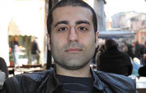 Nima Dervish är krönikör och musikjournalist. Han är också medförfattare till boken