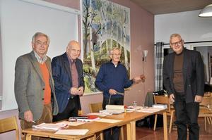 Nytt presidium. På kommunfullmäktigemötet i kväll lämnade Richard Nygren, M, över sammanträdesklubban till det nya presidiet. Arild Wanche, KD, valdes till ny ordförande. Till förste vice ordförande valdes Roland Karlsson, S, och till andre vice ordförande valdes Gustaf Beck-Friis, M.