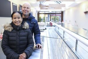 Andreas Bäckström och Arunee Tolek hoppas att fisk- och ostbutiken kommer att omsätta cirka fem miljoner per år. Men även om försäljningen blir lite lägre så kommer det att gå ihop sig, uppger de.