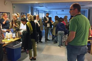 Råbybor och konstnärsfolk träffades när Michael Beutler presenterade projektet