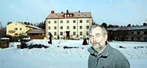 Foto: Lasse Halvarsson Vaksam.  Paul Karlsson, rektor vid Färnebo folkhögskola är oroad över de tre anlagda bränderna på elevhemmet.