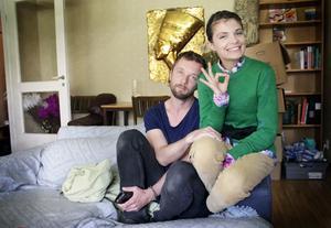 Alexander Salberg och Laura Buhnevici träffades när Laura lånade Alexanders soffa i Uppsala.