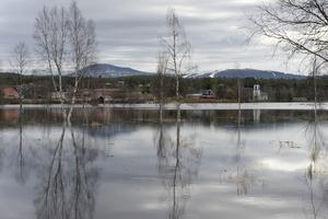 Högt vatten i Idresjön och det fortsätter att stiga.