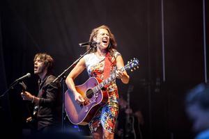 Tillsammans med ett kompband på fem herrar spelade Jill Johnson i Fäviken på fredagskvällen.