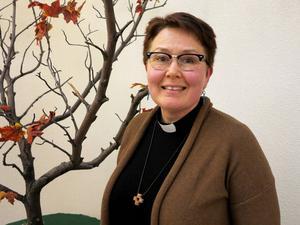 Ulrika Hagevi är pastor i Betlehemskyrkan och en av tre medarbetare inom Sjukhuskyrkan i Sundsvall. Sina egna erfarenheter av svåra förluster inom familjen betraktar hon som värdefulla i arbetet bland andra utsatta människor.