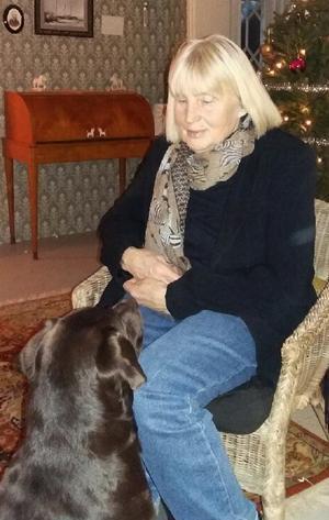 Labradortiken Molly har varit ett stort stöd för Barbro Björkman Lindahl. – Hon bara finns där. Man kan  gråta ut och hon förstår