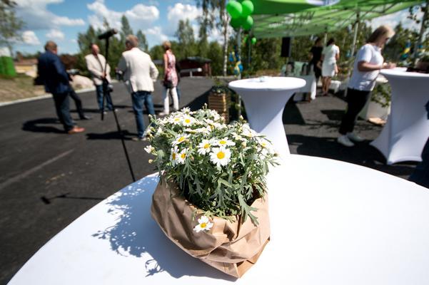 Varje full kompostpåse ger 2,5 kilometers  bränsle för en biogasbil, berättade Carina Färm under invigningen.