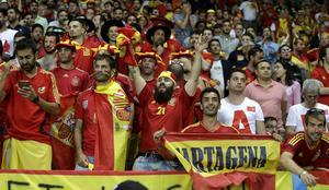 Glada spanska supportrar – men alla skötte sig inte.