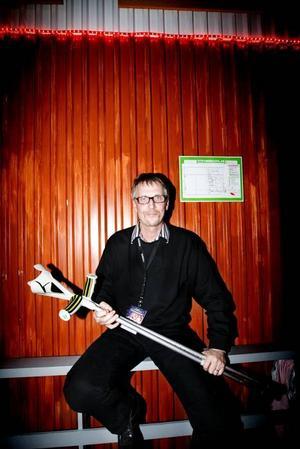 Turnéledaren Bissen Bergdahl säger att varje spelning är fantastisk för de båda banden som på kort tid gått från anonymitet till rikskändisar. Själv var han i 40-år gitarrist i superkända dansbandet Thorleifs.