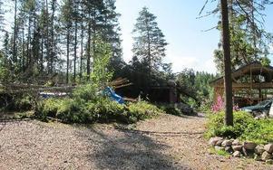 När tromben drog fram på söndagskvällen blev en fastighetsägare i Borlänge kommun drabbad väldigt illa. FOTO: MARIA SVENSSON