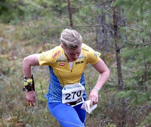Leksands OK:s Helena Jansson slutade fyra i knock out-sprinten i Göteborg och plockade in en dryg minut på schweiziskan Simone Niggli totalt i Nordic Tour inför avslutningen i Finland.