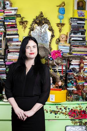 Serieromanskaparen Linda Spåman, aktuell med en absurd ABC-bok.   Foto: Emelie Asplund