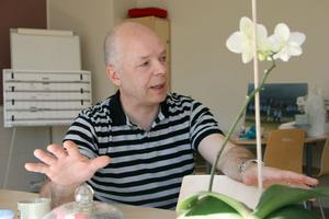 Lasse Norin fick nyligen en till stol att sitta på, han är inte längre bara musikskolechef i Ljusdals kommun. Nu är han även kulturchef. Själv är han övertygad om att kulturen i kommunen kommer tjäna på omorganisationen.