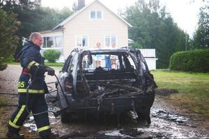 Räddningstjänstens deltidskår i Hassela har fått bekämpa tre bilbränder på väg 307 i sommar och höst. Och har alltid ryckt ut med en komplett styrka.