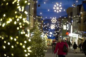 Julbelysningen i Örnsköldsvik ska bytas ut, för en miljon kronor. Till nästa år ska julbelysningen finnas på plats, enligt planen.