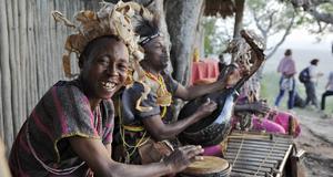 En av överraskningarna på safarin var underhållningen vid en av våra middagar ute i det fria.