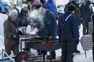 Arrangemanget på SS7, mellan Huså och Andviken, innehöll även värmande eldar och möjligheter att mätta magen.