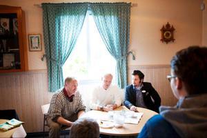 Under fredagen höll Jörgen Andersson, Leif Lindström och Nils Björlid en presskonferens i Rödöns bygdegård där de berättad om tremånadersprojektet