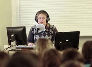 Linnea Ericsson är programledare för Vi i femman.