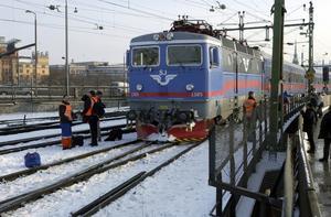 Osäkert färdsätt.  Svensk tågtrafik framstår i dag som närmare besläktad med den på Balkan än den på kontinenten.Priserna är höga i relation till kvalitén på tjänsterna som levereras.