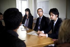Ljusdal modell för Japan. Delegationen med från vänster Tomoko Ishii, Junichi Akahsi och Kuni Kabe fick höra om framgångsrik flyktingmottagning vid besök i hälsingekommunen.