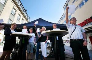Arrangören av debatten ställde frågan hur många platser som skulle fyllas i parlamentet. Det var en handfull som svarade rätt på frågan – svaret var 736. Håkan Larsson (C) var en av de som svarade rätt.