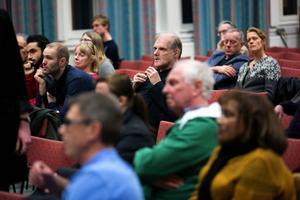DT:s granskning har rönt stort intresse som lockade många till debatten i Britsarvsskolans aula.