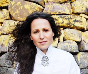 Malin Jonsson är aktuell med ny musik.