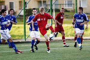 Viktor Roos gav Delsbo fullt jobb och visade vägen till seger med 1–0 redan i den tionde minuten.