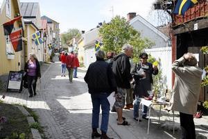 Tradition. Södersöndag bjöd på loppisar, fika, besök i konstnärsateljéer, gatuteater och auktion.